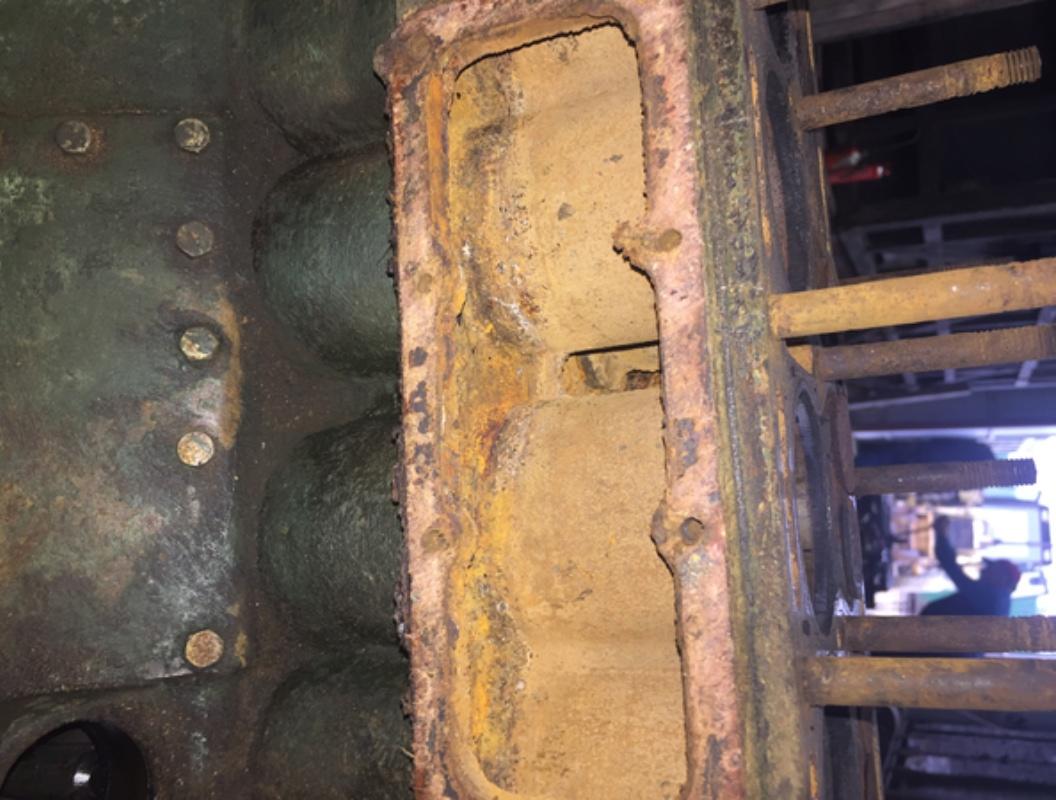 Locotracteur motorisé par un bloc moteur/boîte 201 Peugeot Img_3626