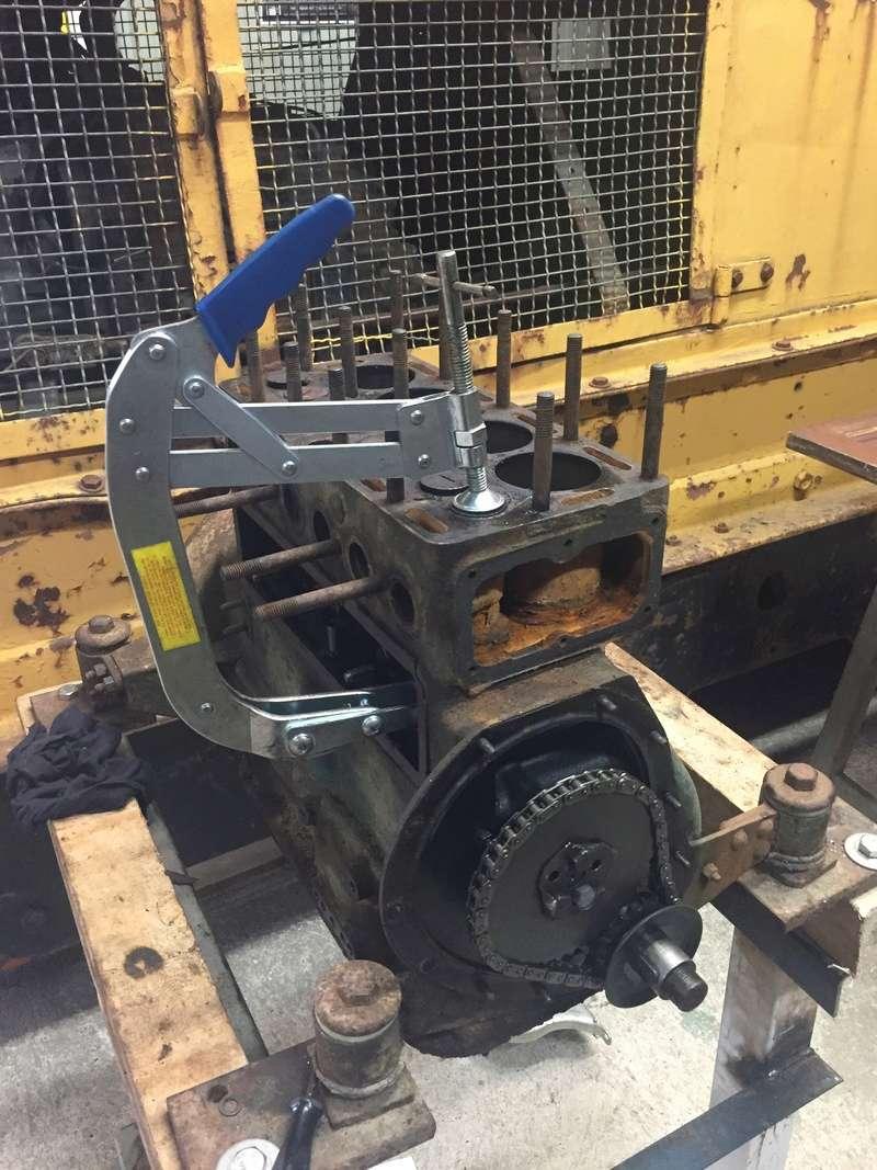 Locotracteur motorisé par un bloc moteur/boîte 201 Peugeot Img_3810