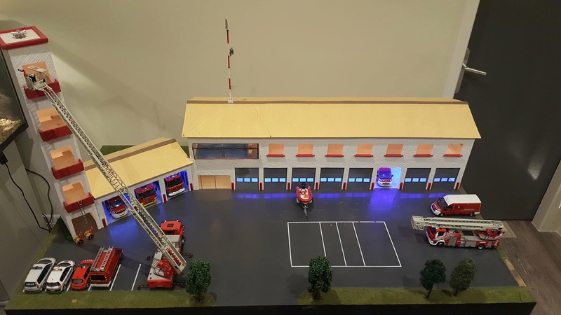 Caserne pompiers 1/43e 27479410