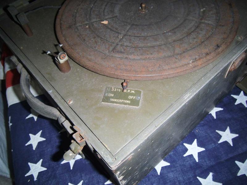 Bonne maison : Tourne disque US et V Disc !!! Us_19423