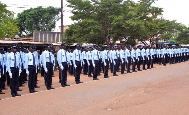 Propositions d'uniformes pour la police et la douane Impériales Pol-410