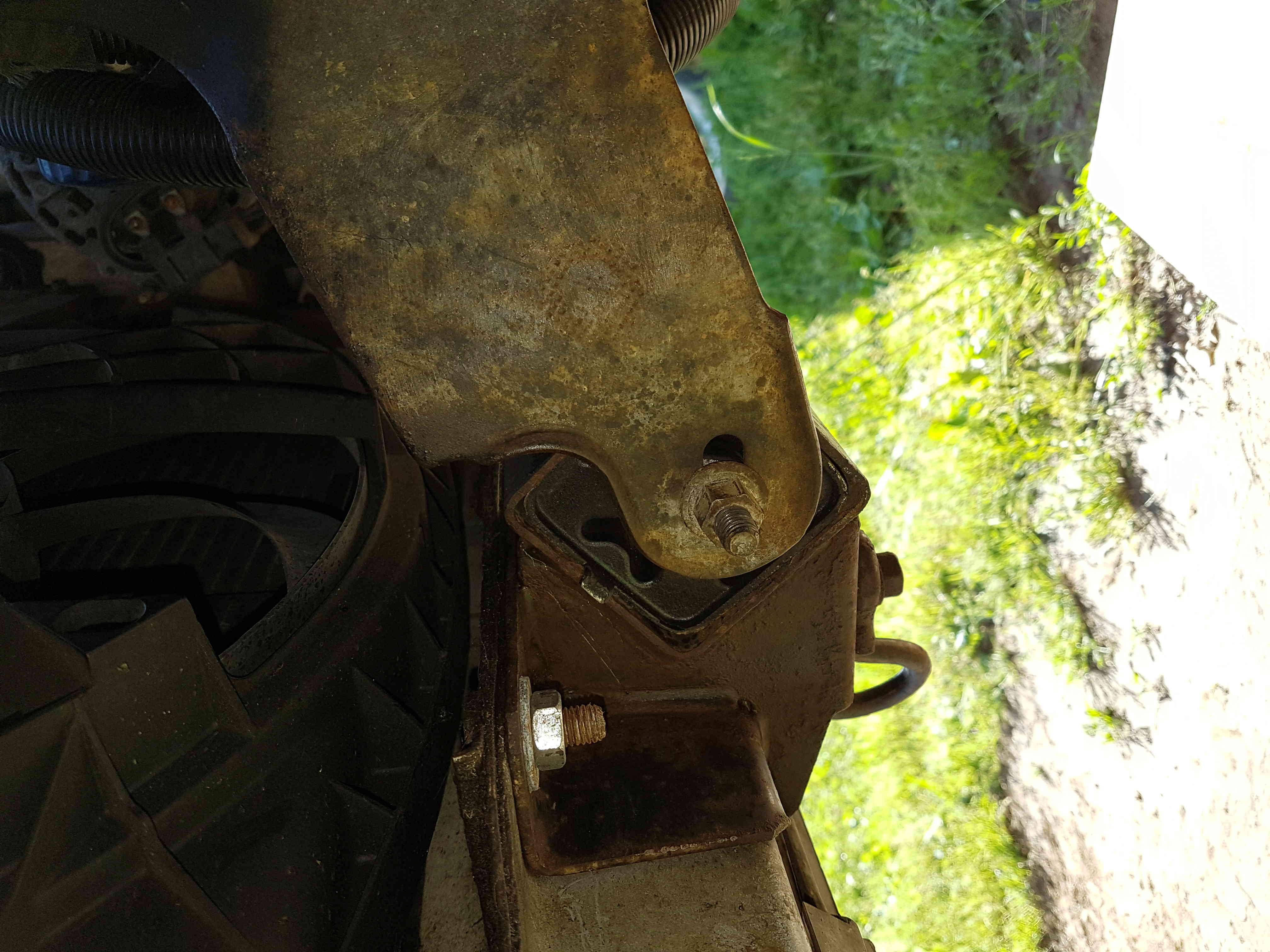 embrayage et étanchéité entre boite et moteur 2,5L essence 1995 20180523