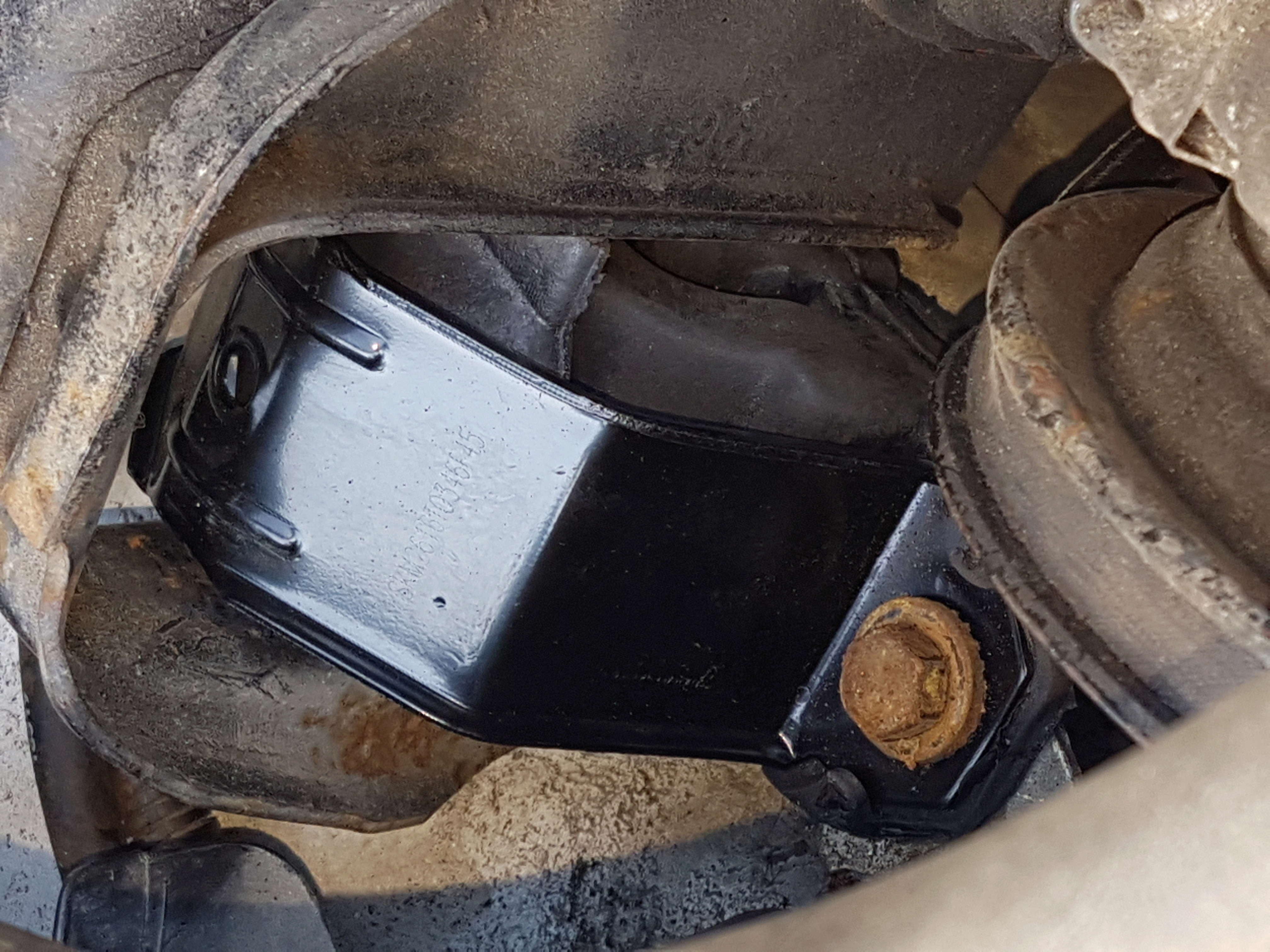embrayage et étanchéité entre boite et moteur 2,5L essence 1995 20180524