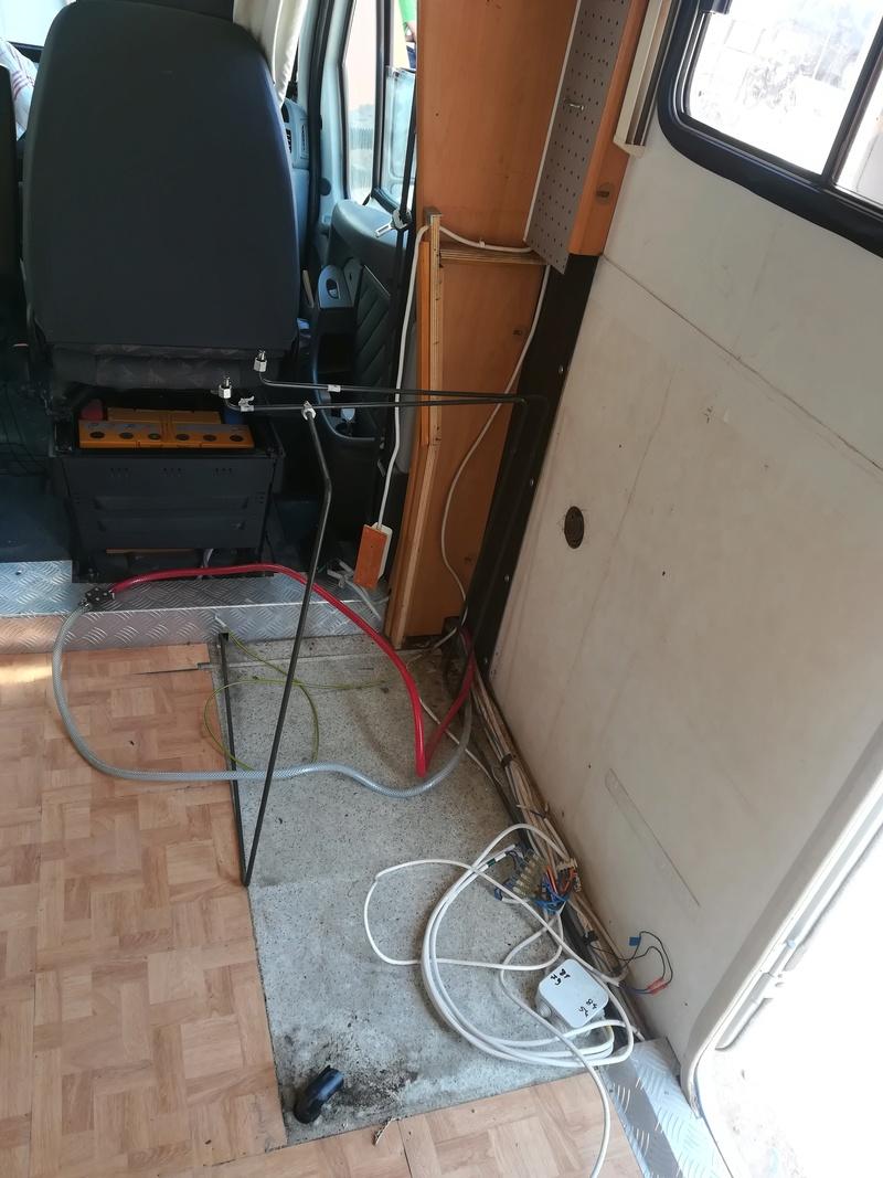 [INFOS Techniques] Réparation plancher pourri chez Trigano Agadir / Problème de pression d'eau Img_2012