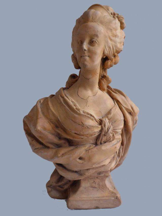 A vendre: bustes Marie Antoinette - Page 8 35813810