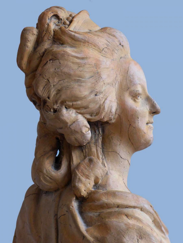 A vendre: bustes Marie Antoinette - Page 8 35813811