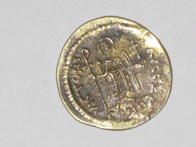 Sólido forrado de Mauricio Tiberio. VICTORIA AVGG Z. Constantinopla 7ª oficina 00111