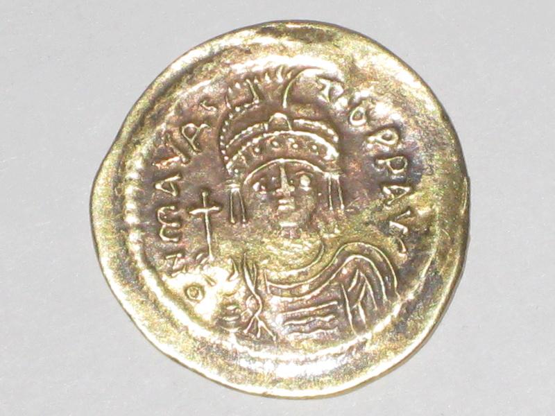 Sólido forrado de Mauricio Tiberio. VICTORIA AVGG Z. Constantinopla 7ª oficina 00211