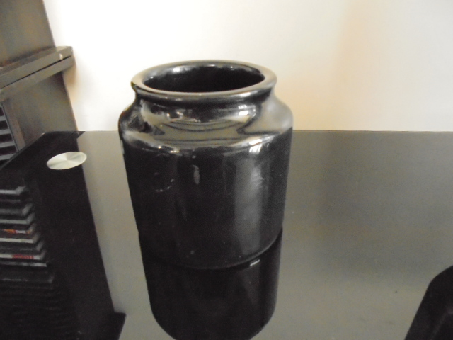 Titian black jar 1484 - Pictures for Ev Dsc01453