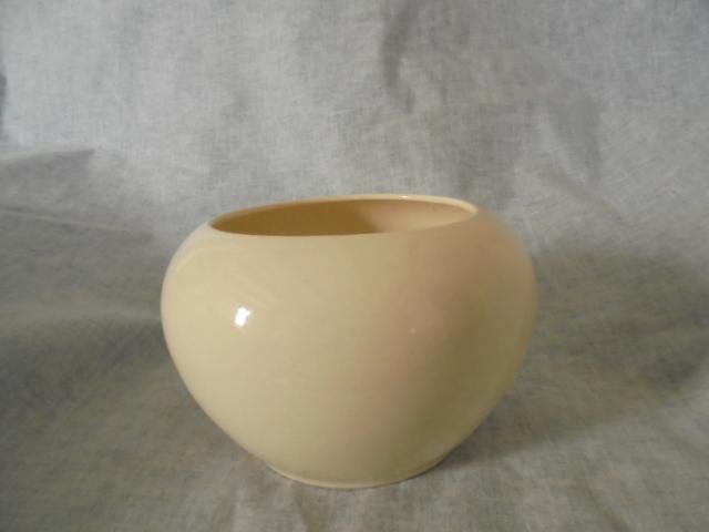 vase - Hand Ceramics Putaruru - White bowl / vase Dsc02422