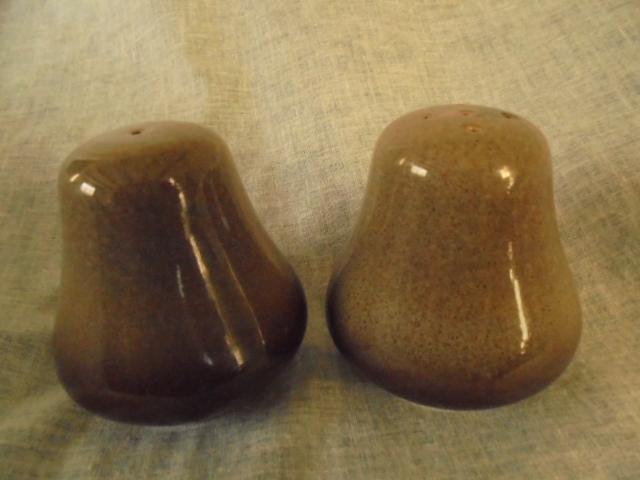 Temuka - Cobblestone Salt and pepper shaker Dsc02619