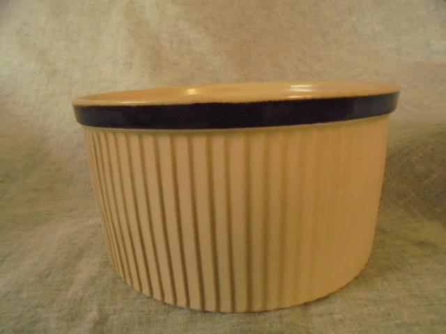 Richmond Stoneware - Casserole dish Dsc02916