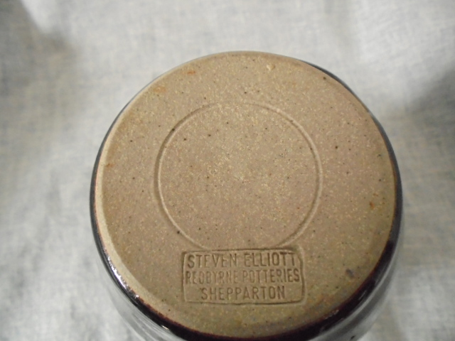 Steven Elliott - Redbyrne Potteries Shepparton Dsc02928