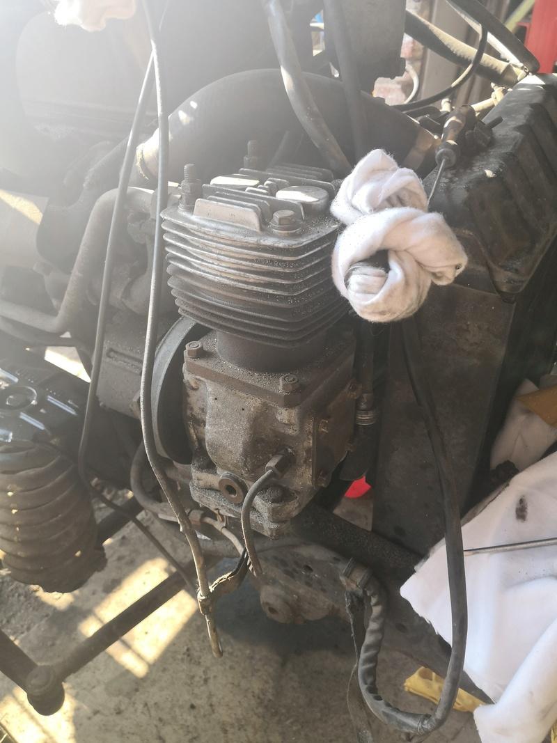 Pompe hydraulique unimog 421  Img_2077