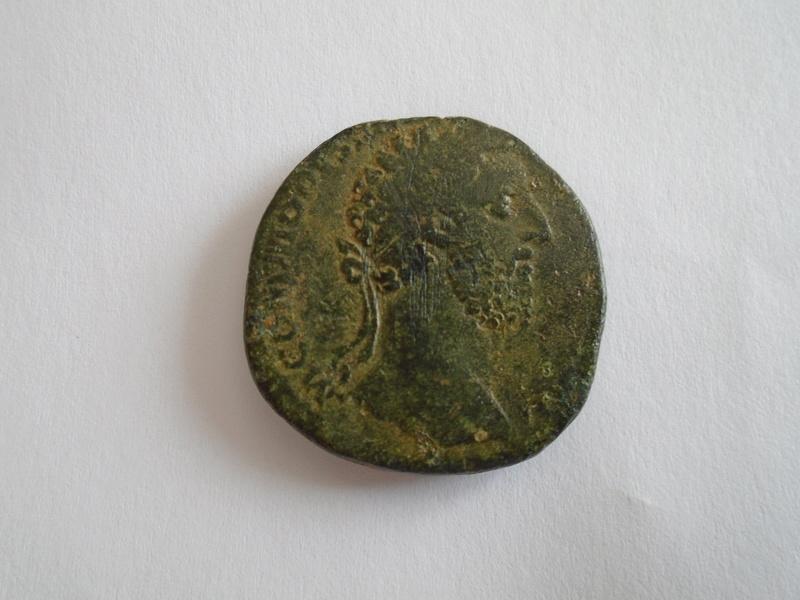 Identifications romaines : Sesterce de Commode Dsc00810