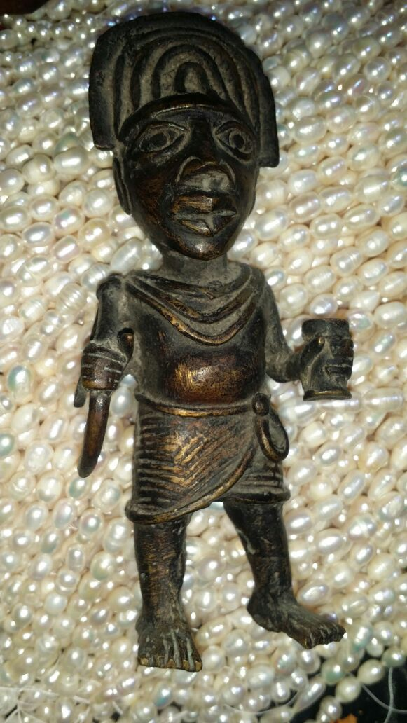 تمثال برونزي سادتي الكرام هل بالإمكان الإفـــادة عنه للخبراء فقط .  Img-2013