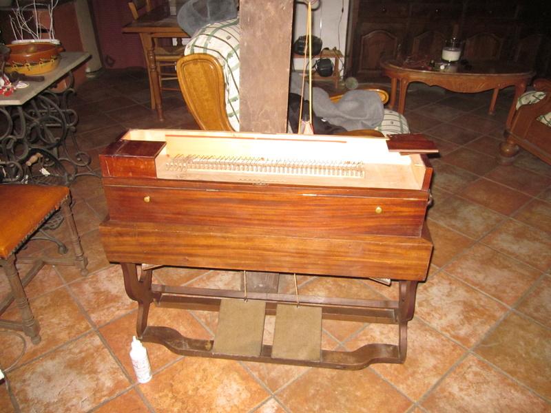 harmonium clergeau de construit en 1845 Img_0012