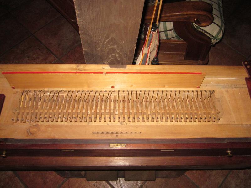 harmonium clergeau de construit en 1845 Img_0013