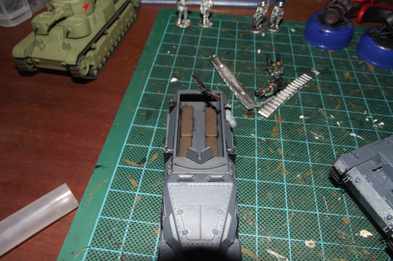 converting armourfast sdkfz 251/1 to a sdkfz 251/7 Dscf6714