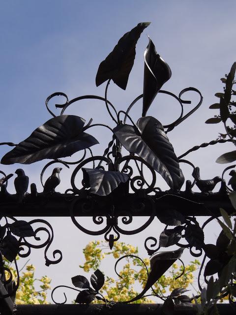 """Déficoncours """"l'art au jardin"""" - participations Dsc07410"""