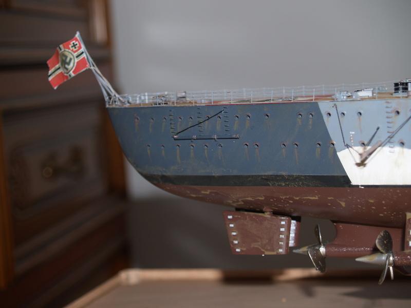 Bismarck 1/200 Trumpeter P1010916
