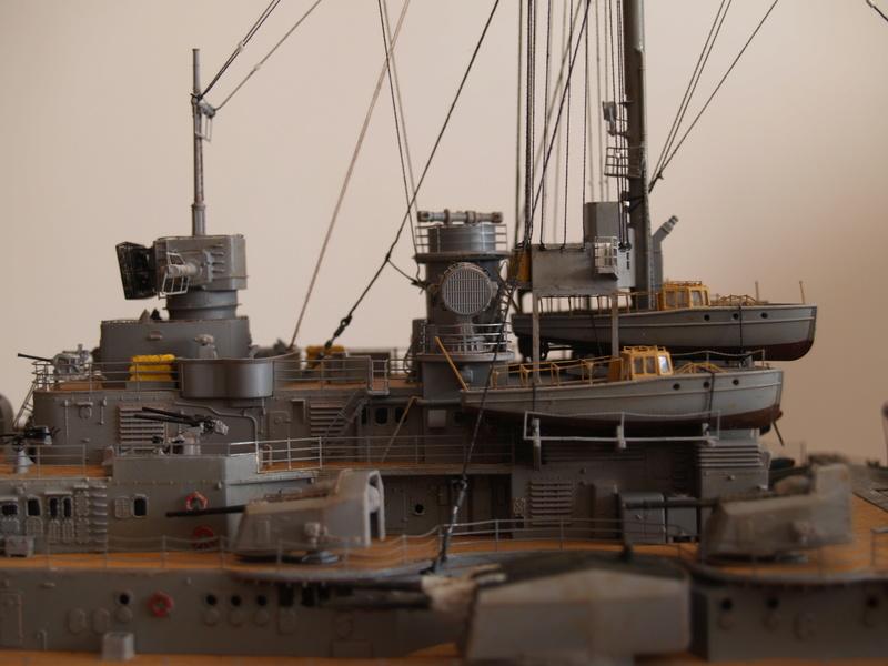 Bismarck 1/200 Trumpeter P1011031