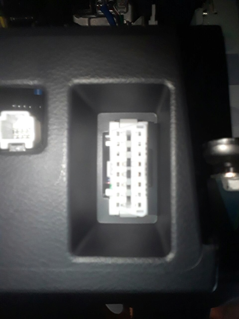 Localização da porta OBD2 no Nissan Kicks Whatsa10