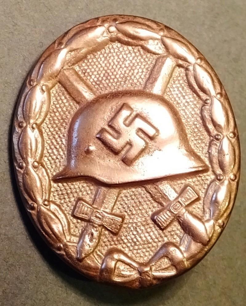 question sur badge de blessé  Dscf5216