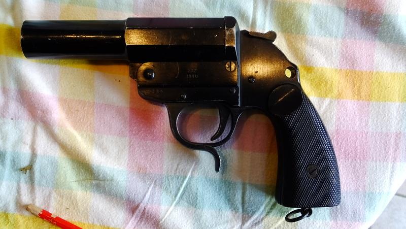 pistolet lance fusée modèle 34 doutes ou certitudes? Dscf5458