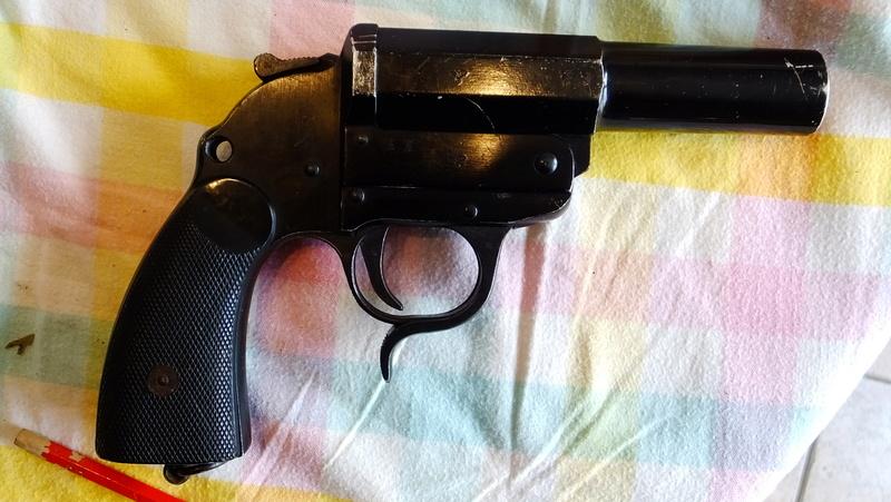 pistolet lance fusée modèle 34 doutes ou certitudes? Dscf5459