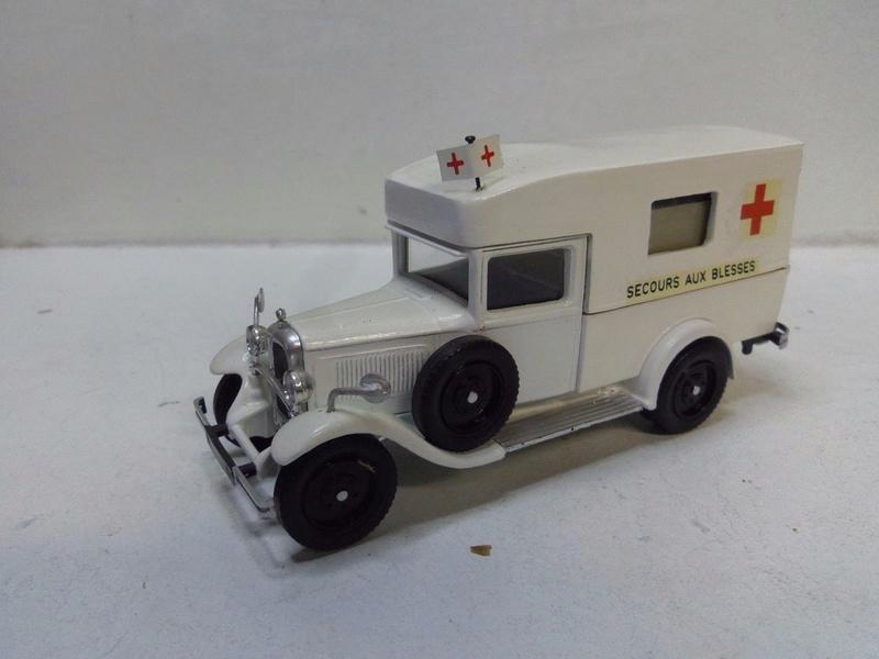 """Citroën miniatures > """"Ambulances, transports de blessés et assistance d'urgence aux victimes"""" C4_f_m10"""