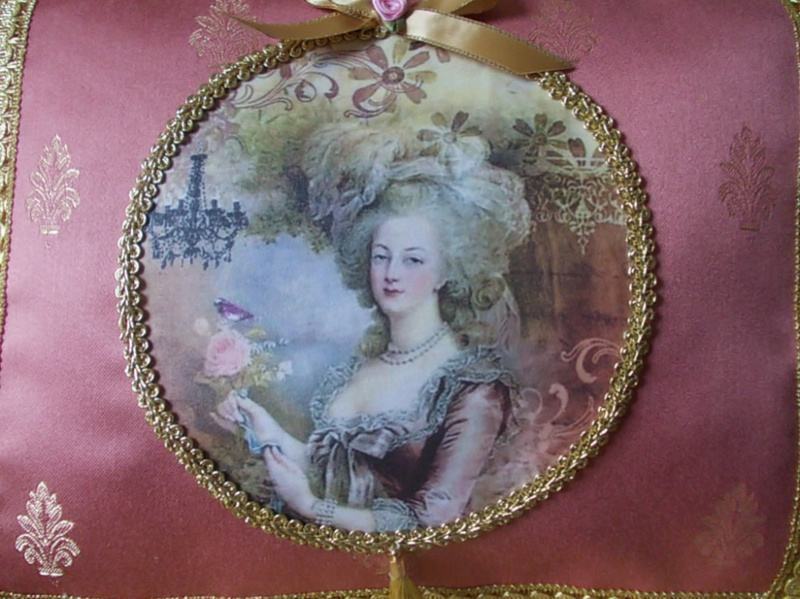 """Coussin """"Marie-Antoinette à la rose"""" 18486011"""