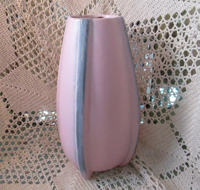 Pink and Gray Matte Finish Rocket Vase Pink_r11