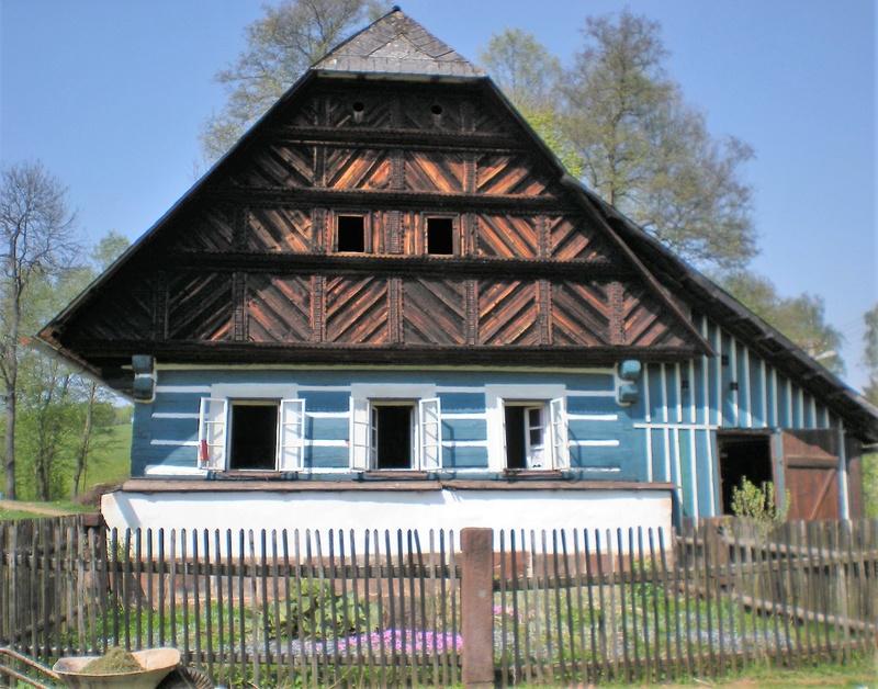 la Famille Rohan Sychrov Chateau ... qui est également dit être la fleur de la France sur le sol tchèque. - Page 2 Dscn0410