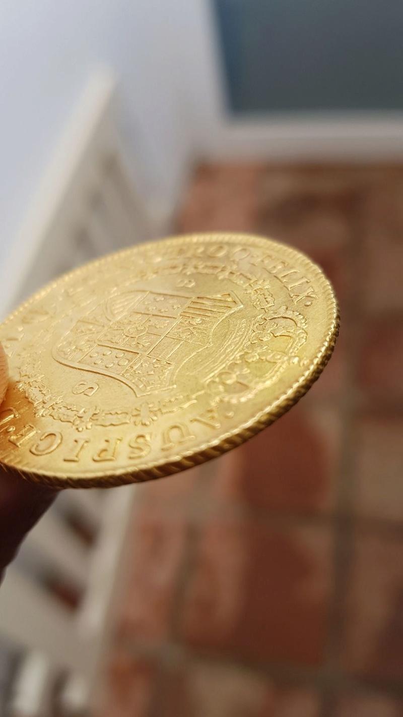 Moneda de 8 escudos de Carlos III 9623f410