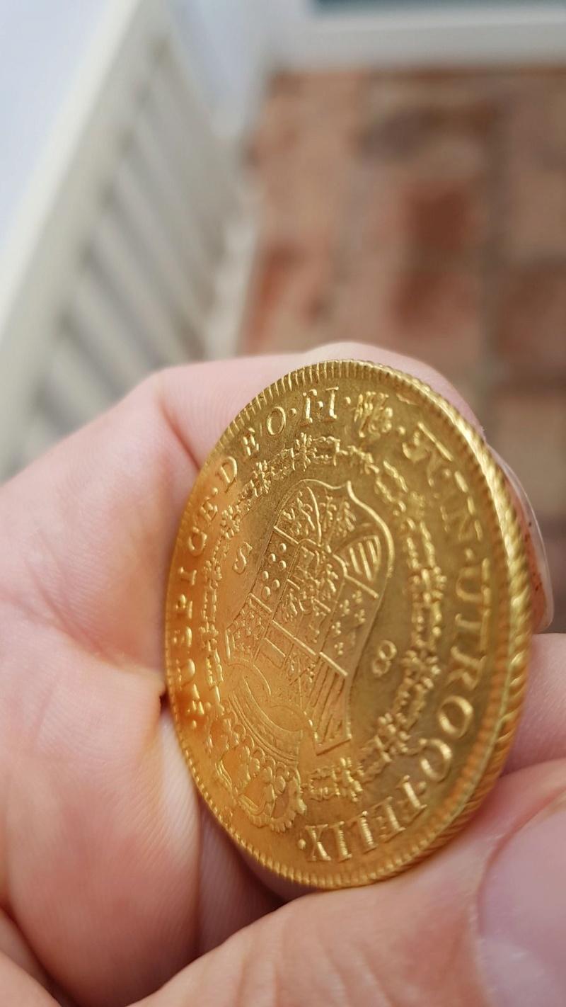 Moneda de 8 escudos de Carlos III 9df67410