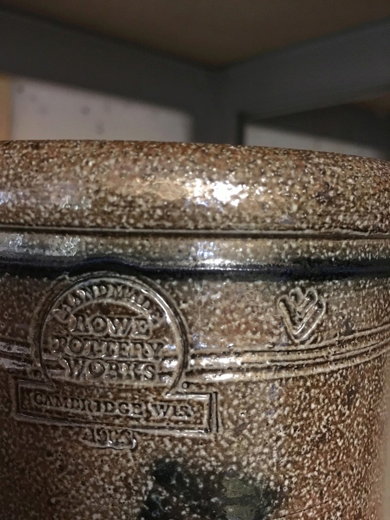 Any ideas on this pot please ? It looks like Lambeth ware  68891810