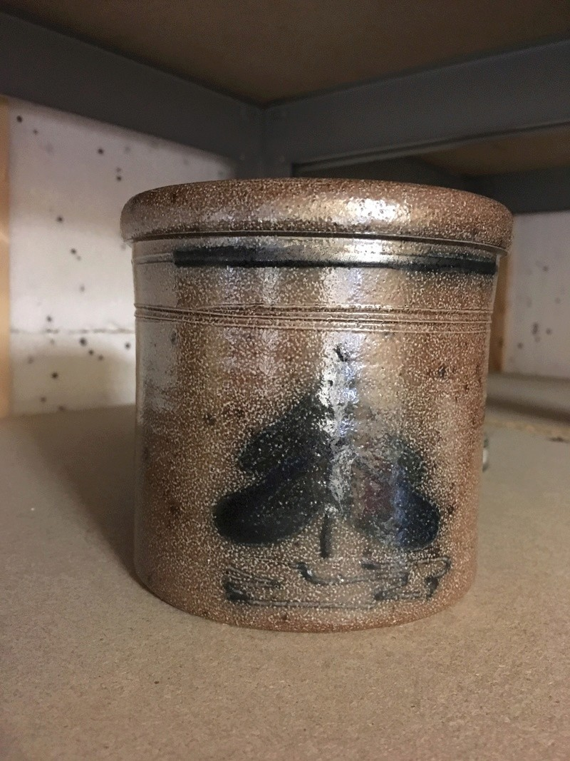 Any ideas on this pot please ? It looks like Lambeth ware  8fe4ed10