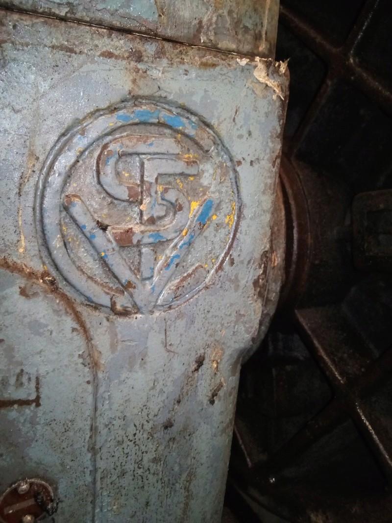 Identification d'un fabriquant de tour Img_2010