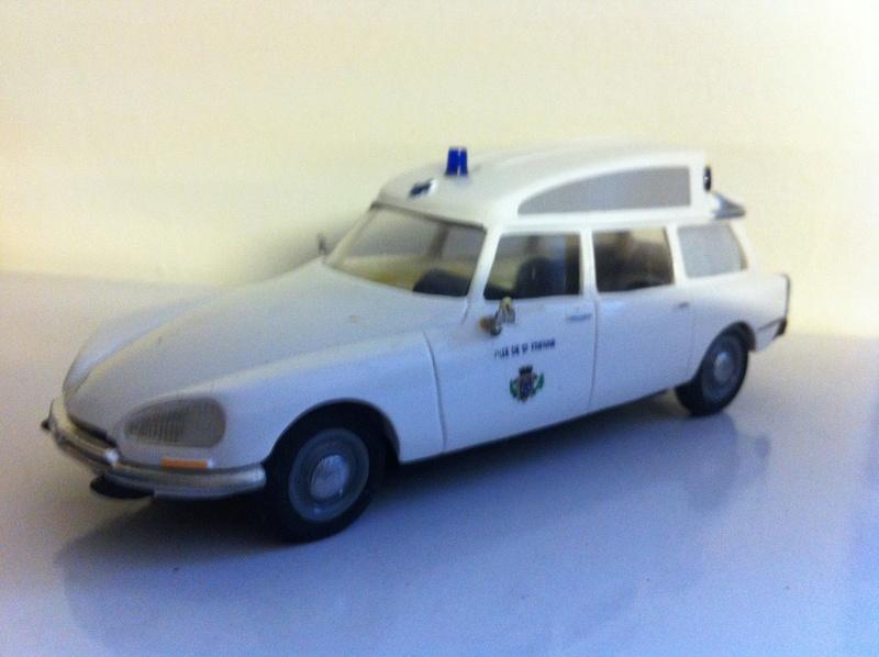 """Citroën miniatures > """"Ambulances, transports de blessés et assistance d'urgence aux victimes"""" 4_ds_a11"""