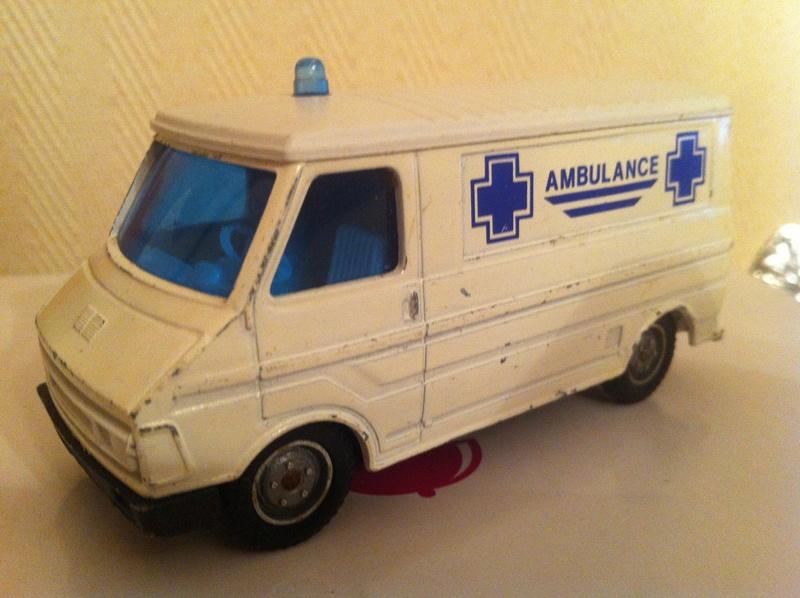 """Citroën miniatures > """"Ambulances, transports de blessés et assistance d'urgence aux victimes"""" C_35_a10"""
