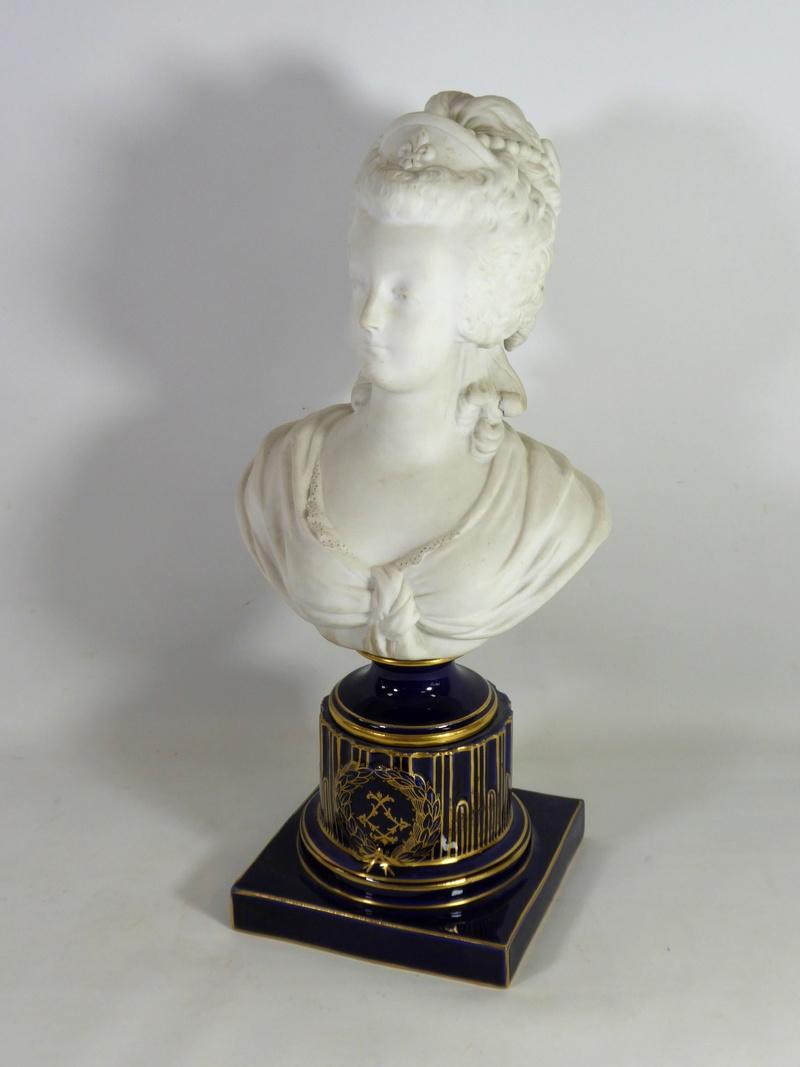 A vendre: bustes Marie Antoinette - Page 8 15270710