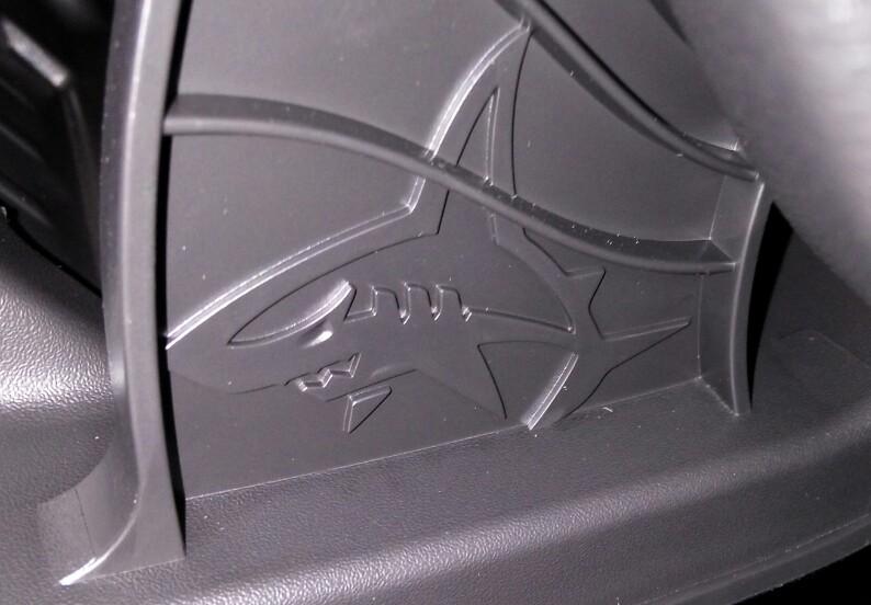 Tiburon escondido en nuestros coches Img_2011