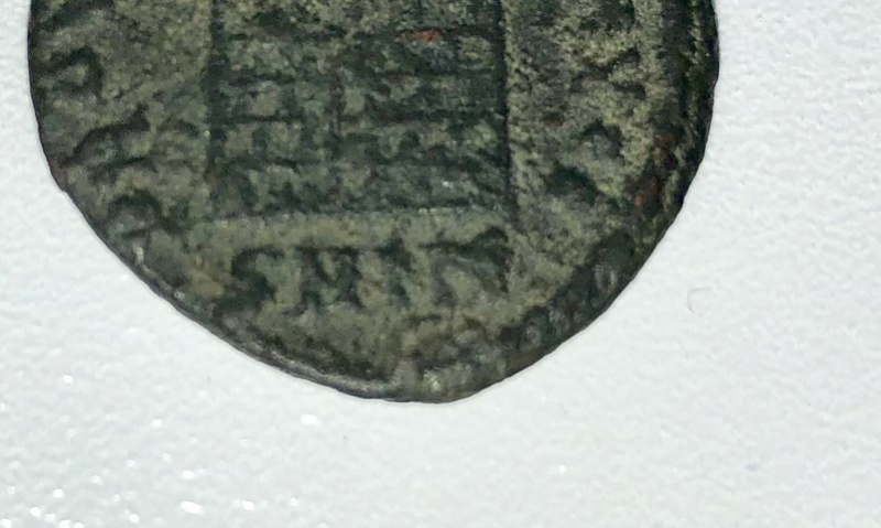 AE3 de Constantino I. PROVIDENTIAE AVGG. Puerta de campamento de dos torres. Nicomedia. 7a624c10