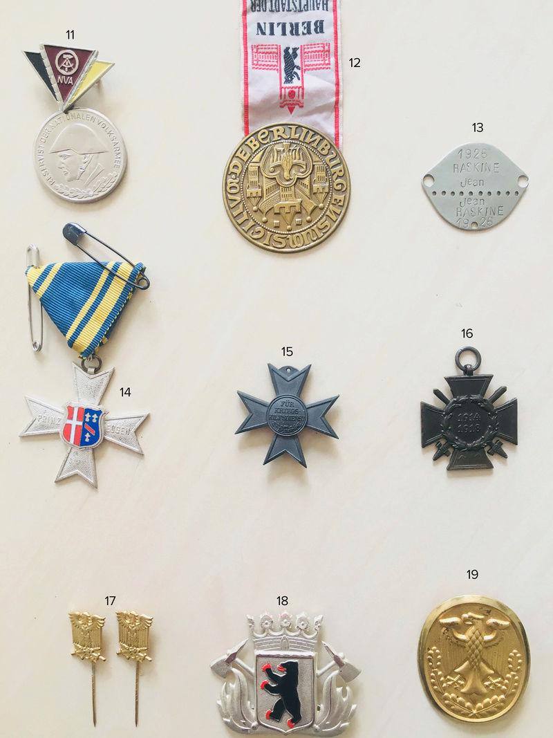 Estimation approximative lot médaille, insigne, décorations, pin's 212