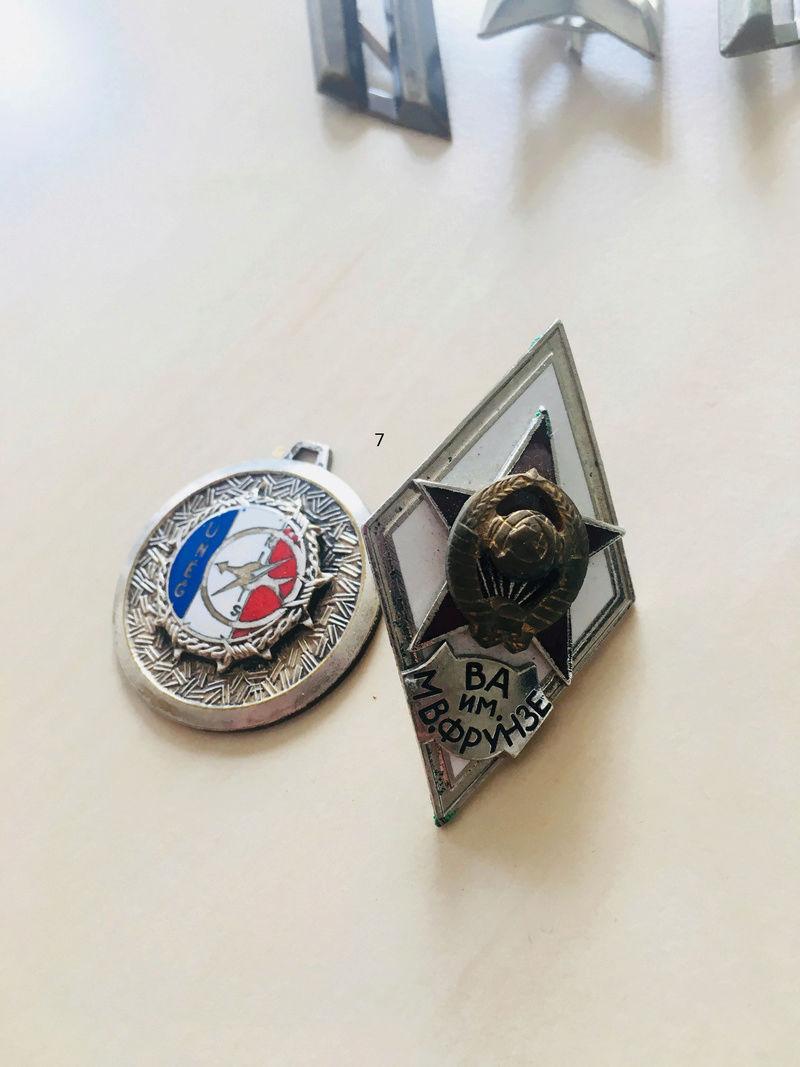 Estimation approximative lot médaille, insigne, décorations, pin's 311