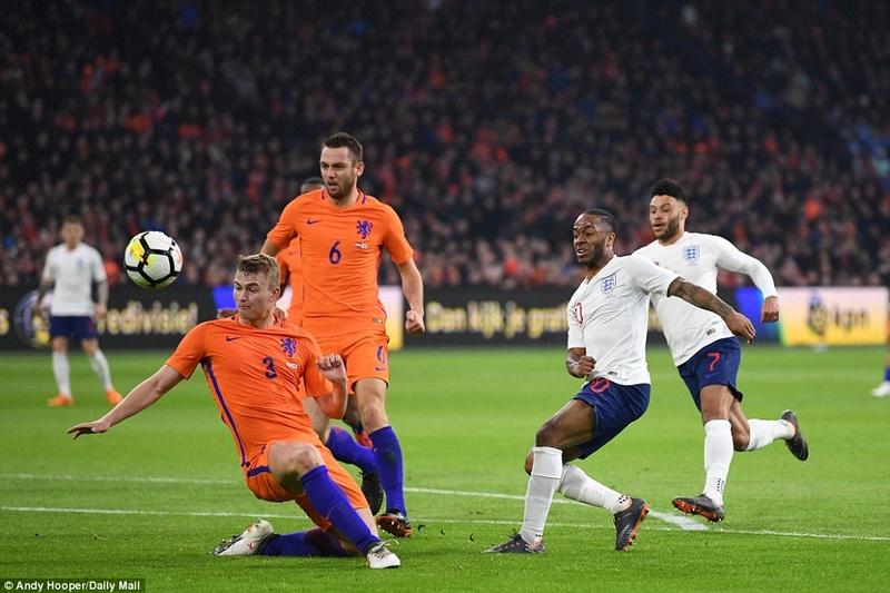 Holland 0-1 England: Jesse Lingard scored  4a7d8a10