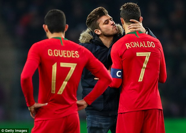 Cristiano Ronaldo kissed by excited pitch invader 4a94b510