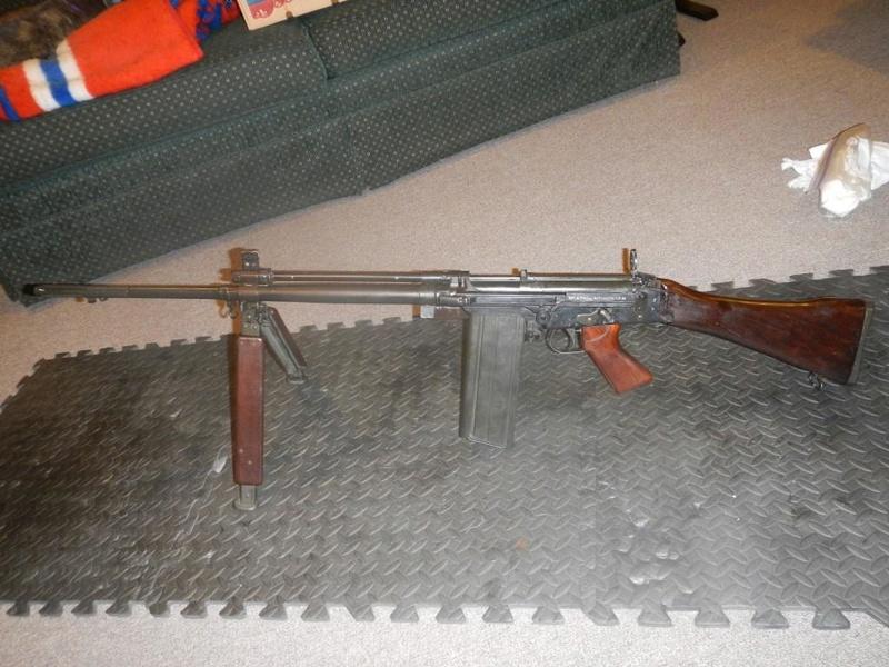Fusil FN C1A1 et Fusil-mitrailleur FN C2A1 du Canada Dscn1611