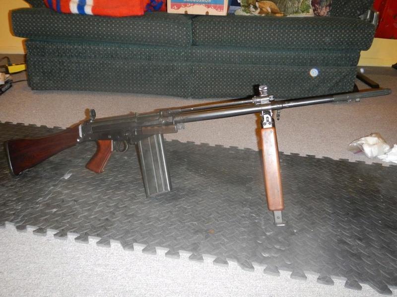 Fusil FN C1A1 et Fusil-mitrailleur FN C2A1 du Canada Dscn1711